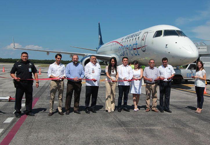 El 31 de marzo Volaris informó de la puesta en operación de sus nuevas rutas en el interior de la República Mexicana. (Gustavo Villegas/SIPSE).