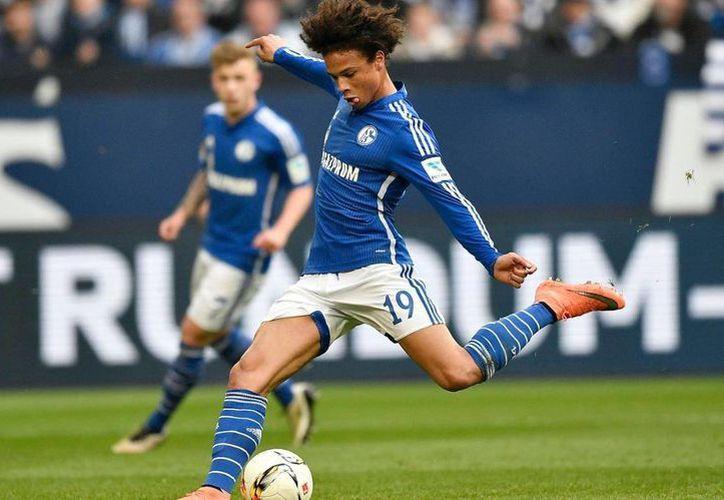 El extremo alemán Leroy Sané es el nuevo refuerzo del Manchester City, a cambio de 50 millones de euros. (telegraph.co.uk)