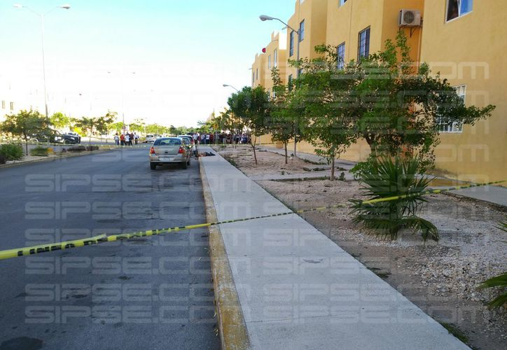 Vecinos dijeron que los sicarios venían siguiendo a su víctima. (Luis Hernández/ SIPSE)