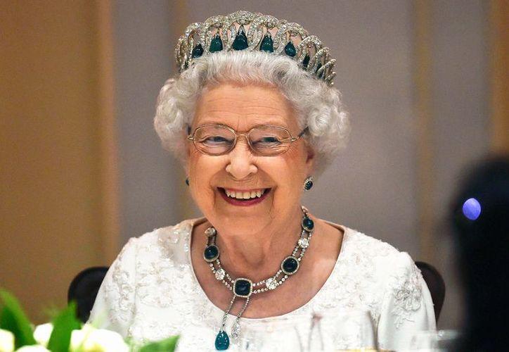 Muchos creen que la institución que encabeza Isabel II sigue siendo una 'trinchera de secretismo'. (Archivo/Agencias)