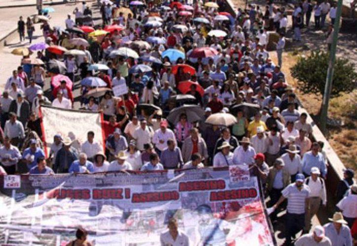 Profesores de la Sección 22 del (SNTE) bloquean algunos centros comerciales y tiendas departamentales de Oaxaca. (Imagen de contexto/animalpolítico.com)