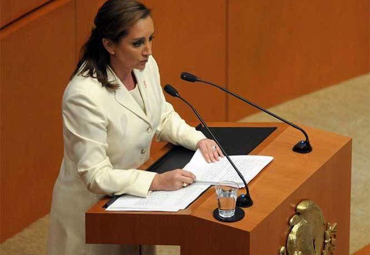 La secretaria de Relaciones Exteriores, Claudia Ruiz Massieu, comparece ante el pleno del Senado de la República, como parte de la glosa del Tercer Informe de Gobierno Federal. (Notimex)
