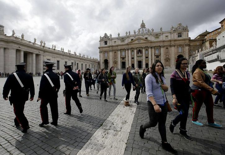 El Vaticano apenas ocupa 44 hectáreas y cuenta con unos 800 habitantes. (Agencias)