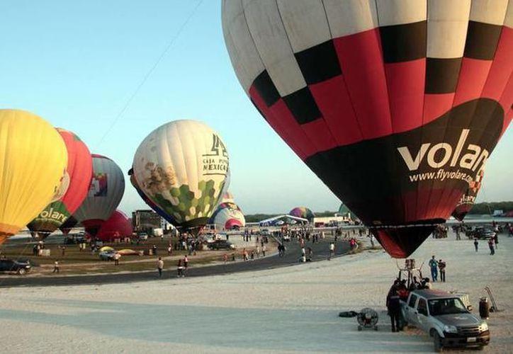 Israel Avelar, organizador del evento, dijo que el evento será una exhibición de los globos con vuelos cautivos. (Redacción/SIPSE)
