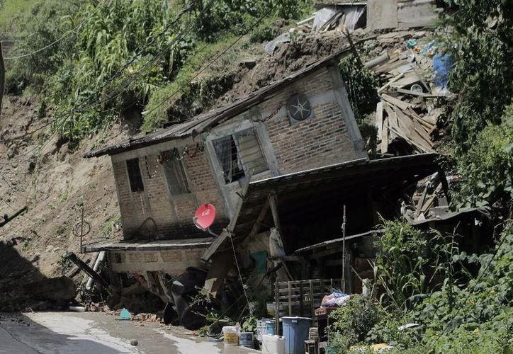 Más de 10 casas colapsaron y al menos 20 familias fueron desalojadas en Guerrero. (Alejandro Ortíz).