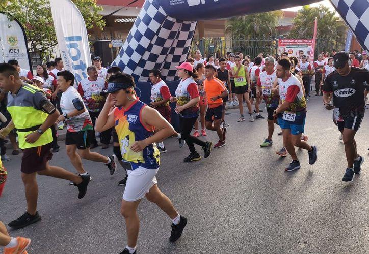 La participación de corredores fue buena en número. (Foto:José Acosta/Novedades Yucatán)