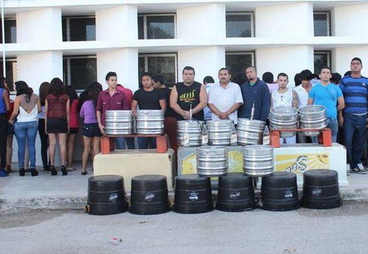 """Varios menores de edad y una buena cantidad de adultos fueron detenidos en la fiesta """"rave"""" de la Leandro Valle. (SIPSE)"""