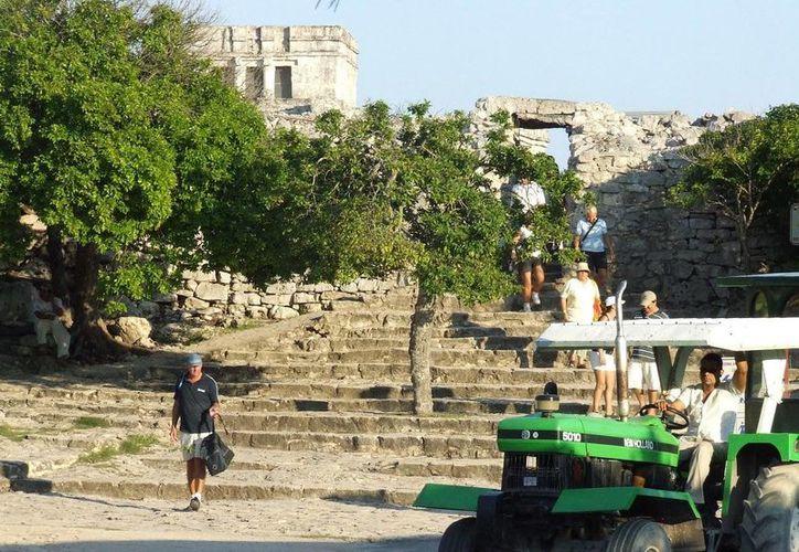 La afluencia de turistas a la zona arqueológica de Tulum incrementó el promedio 70%. (Rossy López/SIPSE)