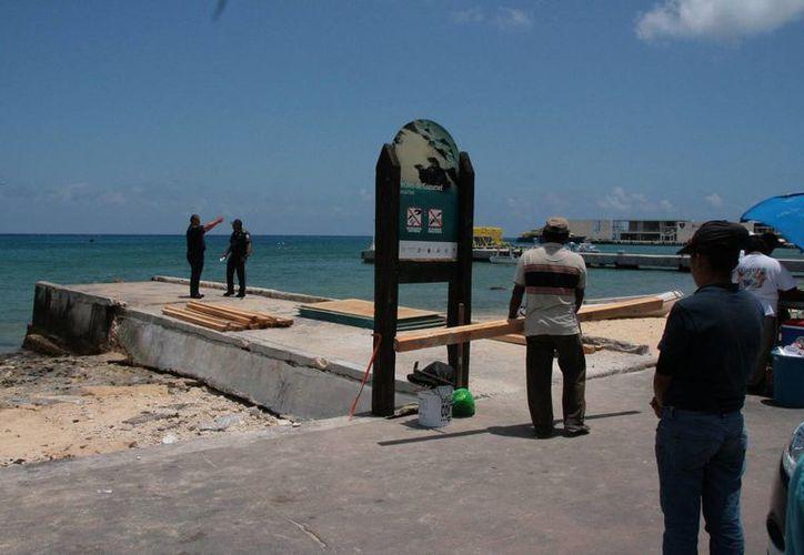 Las obras preliminares de reconstrucción del muelle 24 fueron suspendidas ayer por falta de permisos a la vista.  (Irving Canul/SIPSE)