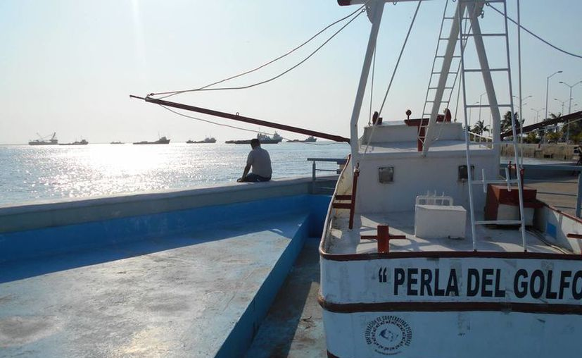 Buques parados en la sonda petrolera en Ciudad de Carmen, Campeche. (EFE)