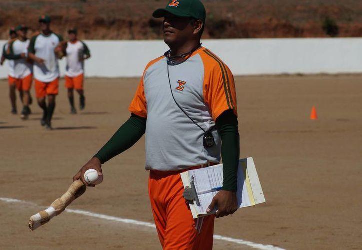Isauro Pineda, uno de los coaches, de las sucursal de Leones. (Jesús Erosa/SIPSE)