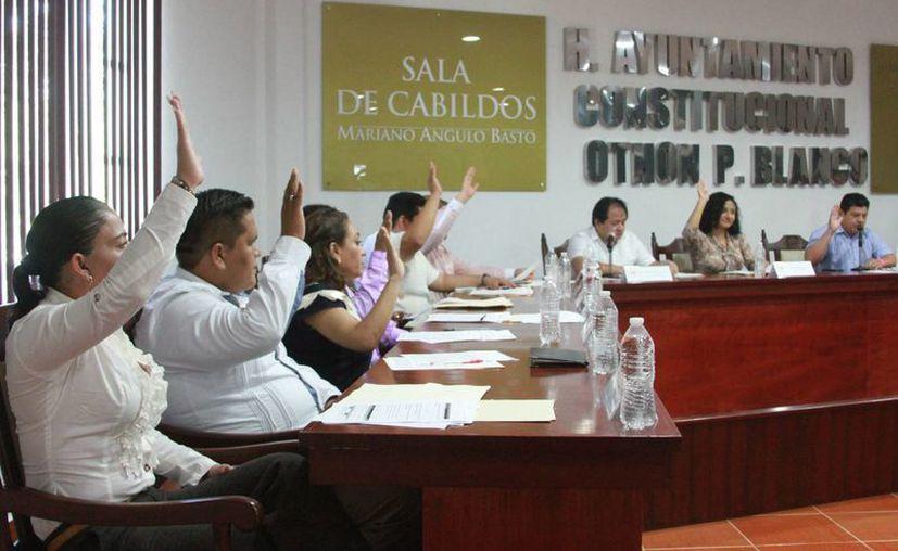 Los regidores revisan los temas pendientes de las diversas comisiones que presiden. (Redacción)