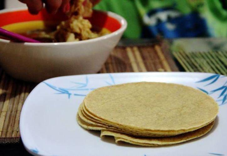 Consumir tortillas refrigeradas es recomendable para personas con diabetes y para quienes buscan controlar su peso. (Archivo/SIPSE)