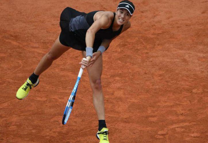 La española, que no ha cedido un solo set en esta edición de Roland Garros, se deshizo de Sharapova. (El Nacional)