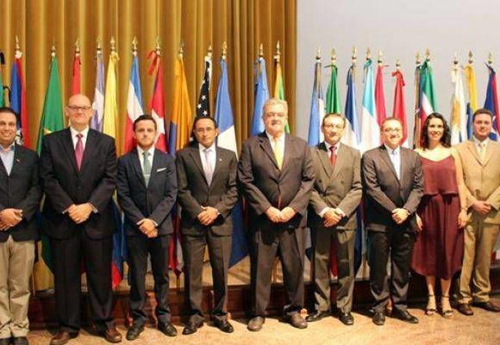 Imagen de la ceremonia de inauguración del XII Modelo de las Naciones Unidas Mayabmun 2016, en la Universidad Anáhuac Mayab. (Milenio Novedades)