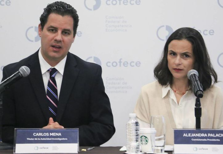 Titulares de la Cofece anunciaron la sanción a cuatro afores por acordar no realizar traspasos entre sus usuarios. (El País)