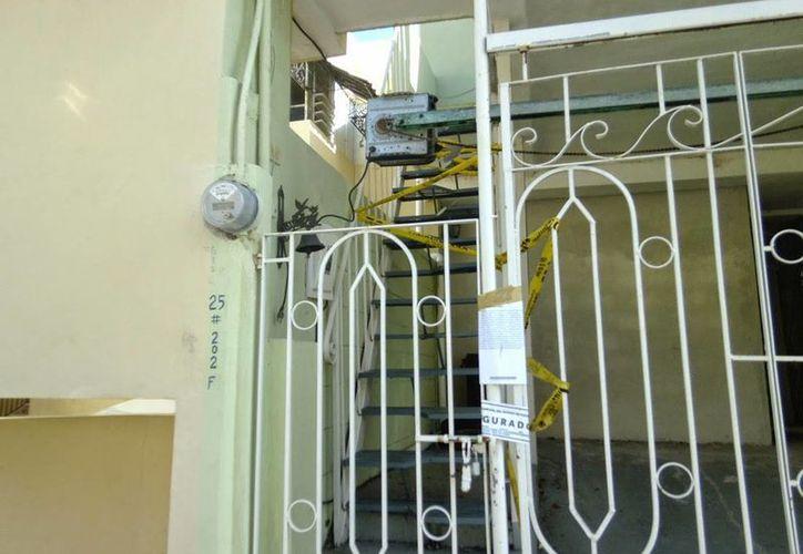 Imagen del departamento donde supuestamente fue asesinado el psicólogo Triay Peniche. (Milenio Novedades)