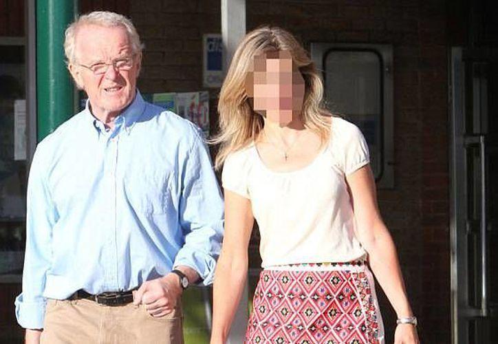 Kieran Conry de compras con una mujer misteriosa. (W8 Medios/Splash News)