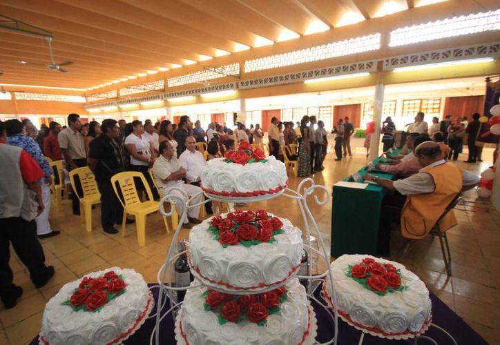 Las parejas desembolsarán alrededor de 950 pesos para contraer nupcias. (Javier Ortiz/SIPSE)