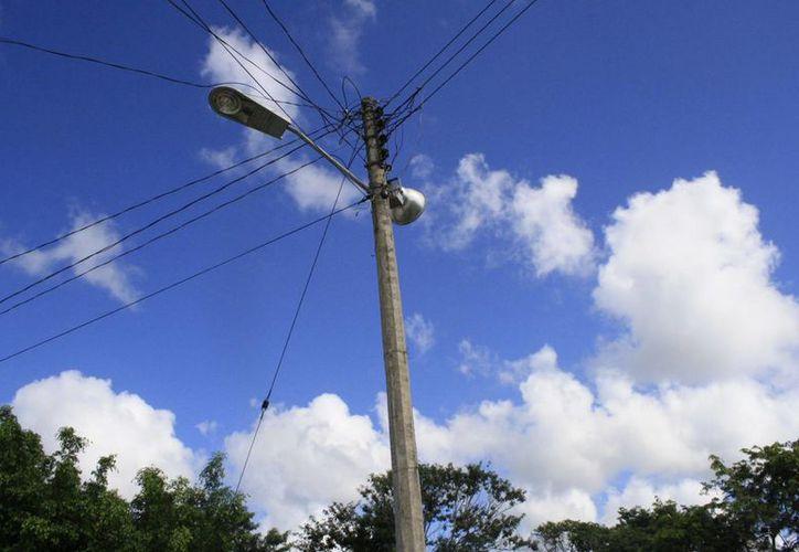 Las obras realizadas incluyeron proyectos de electrificación y alumbrado público. (Archivo/SIPSE)