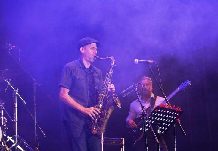 Cientos de personas disfrutaron de los mejores exponentes del jazz. (Octavio Martínez/SIPSE)