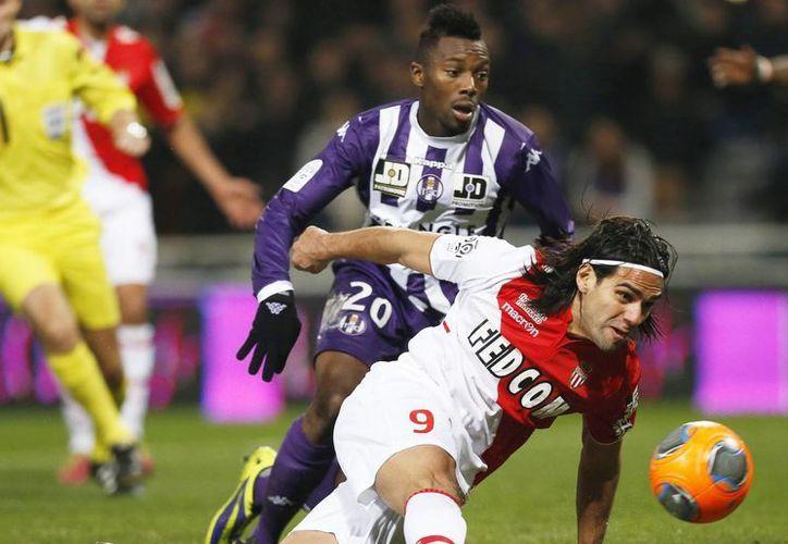 Falcao durante un duelo entre su club, el Mónaco, y el Toulousse. Este jueves se le harán pruebas médicas para determinar la gravedad de la lesión que sufrió este miércoles. (EFE/Archivo)