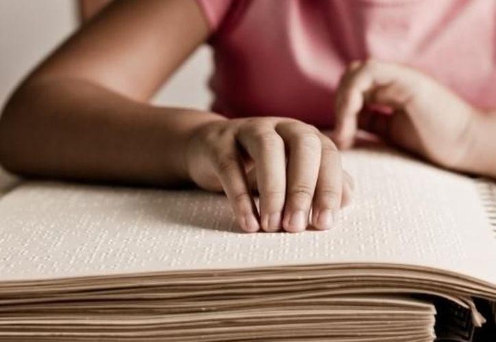 Con los nuevos libros se podrá alfabetizar a personas con alguna discapacidad visual. (m1.paperblog.com)