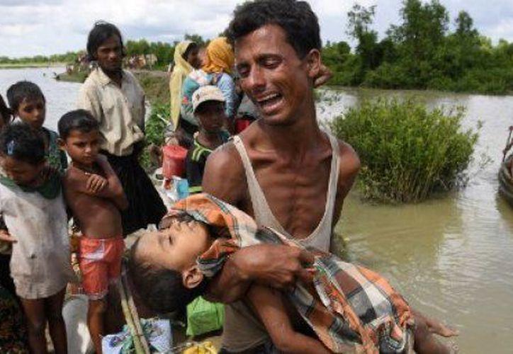 La llegada de esta población aumentó la presión sobre los campos de refugiados en Bangladesh. (Huffington Post)