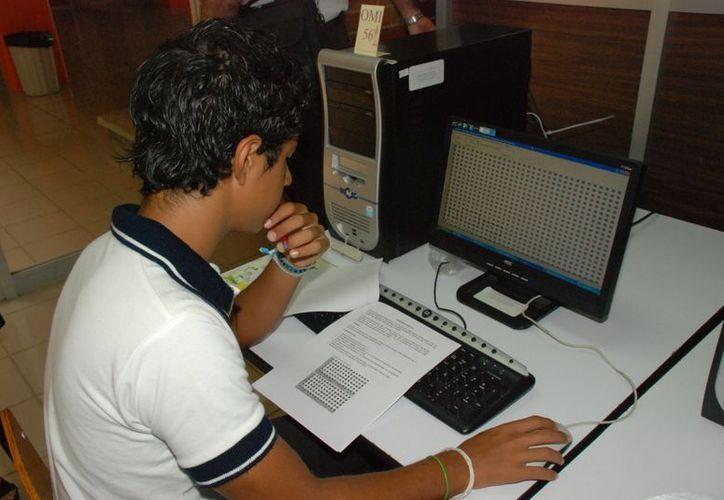 Uno de los beneficios de estudiar la preparatoria en línea es que no tiene ningún costo. (Joel Zamora/SIPSE)