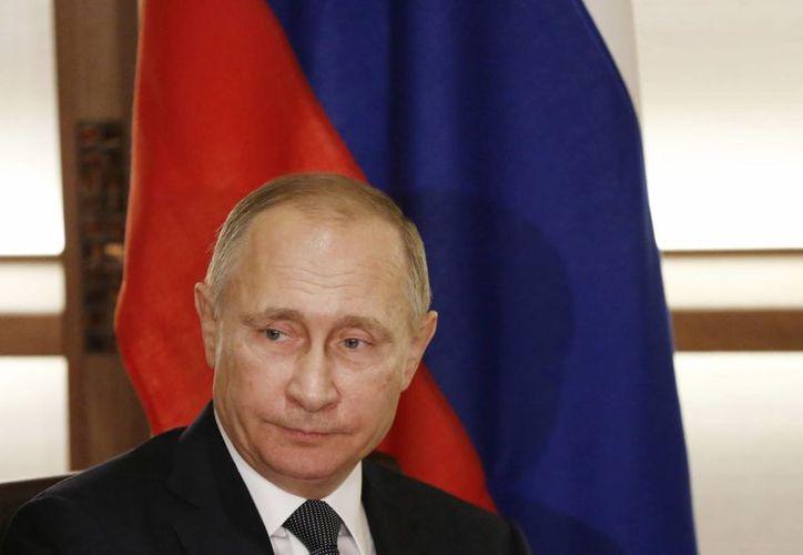 EU señala directamente al presidente de Rusia, Vladimir Putin, de coordinar las acciones para alterar los resultados de las elecciones presidenciales del 8 de noviembre pasado. (AP/Toru Hanai)