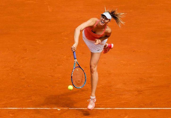 Maria Sharapova avanzó a la semifinal del Abierto de Madrid, tras derrotar a Caroline Wozniacki. (AP)