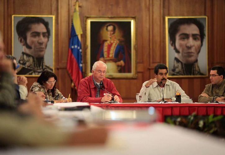 El presidente electo de Venezuela, Nicolás Maduro, durante una reunión con gobernadores del país. (EFE)