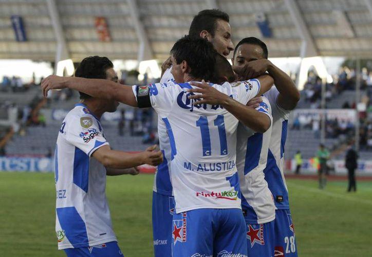 Puebla venció 2-1 a Tijuana sufriendo de más luego de que Flavio Santos y Matías Alustiza fueran expulsados al minuto 64 y 74, respectivamente. Con este triunfo se colocó en zona de calificación a la liguilla del futbol mexicano. (Notimex)