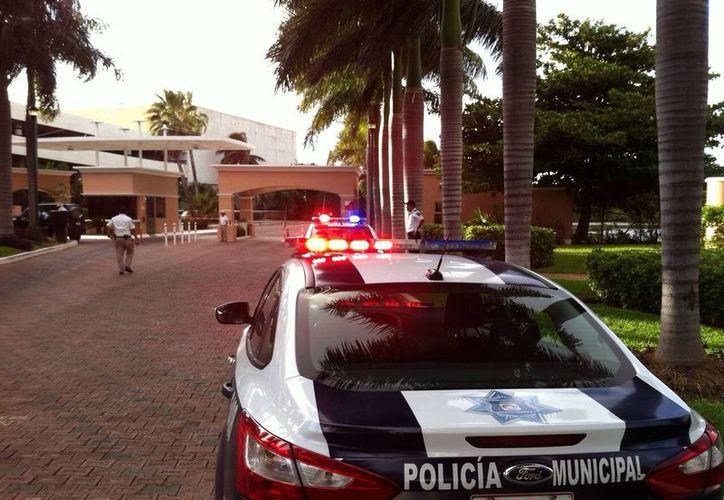 Las autoridades locales han intensificado la seguridad en la casa donde murió Roberto Goméz Bolaños. (Francisco Gálvez/SIPSE)