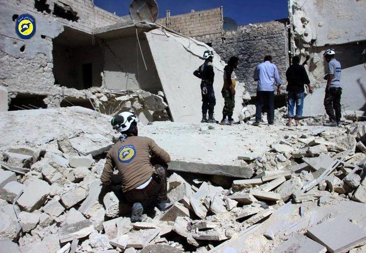 La cantidad de víctimas por los ataques aéreos en Siria ha rebasado la capacidad de atención de los pocos hospitales que quedan en pie en la región. (The Associated Press)