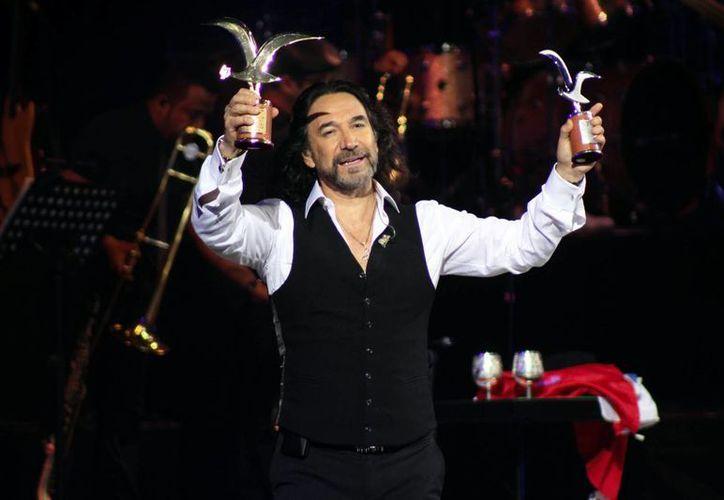 Marco Antonio Solís ofreció este lunes con éxito su quinta actuación en el Festival Internacional de la Canción de Viña del Mar tras sus presentaciones en 1998, 2005, 2008 y 2011. (Imágenes de Notimex)
