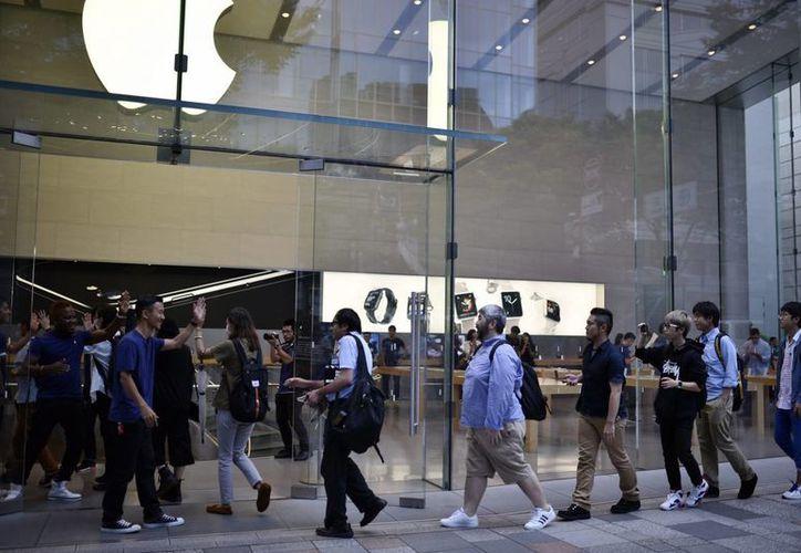 Lanzamiento del Iphone 7 y Iphone 7 Plus en las tiendas de Apple en Tokio. (EFE)