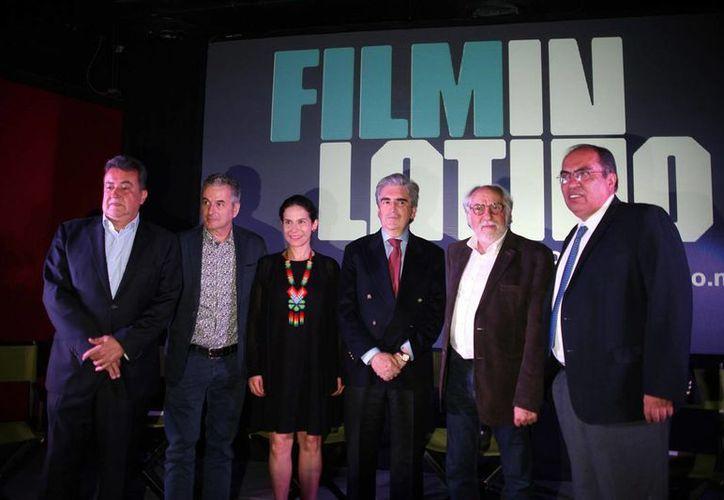 Arturo Ripstein recibirá el Cabrito de Plata, en la foto se observa a Ripstein con otros actores durante el 'Film Latino'. (Notimex)