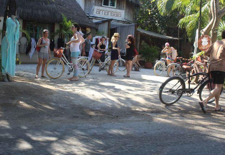 Crece el uso de bicicletas en la zona turística del municipio. (Sara Cauich/SIPSE)
