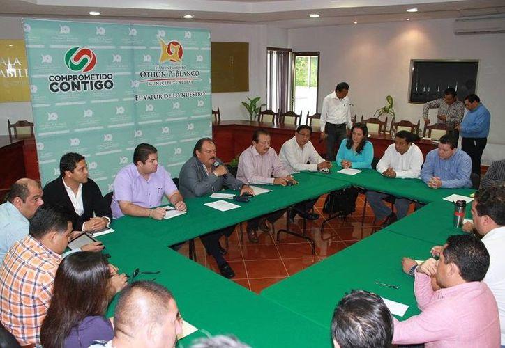 El alcalde Espinosa Abuxapqui sostuvo un encuentro con los integrantes del Consejo Coordinador Empresarial. (Cortesía/SIPSE)