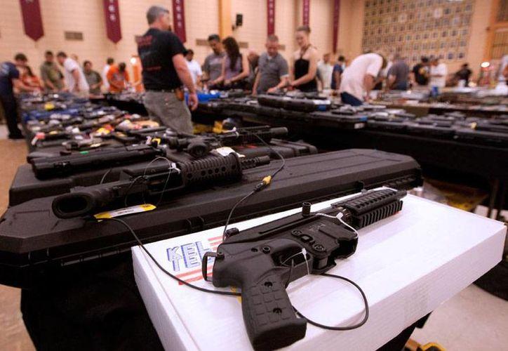 El uso de armas en Estados Unidos crece entre las mujeres. En el último encuentro de la Asociación Nacional del Rifle de EU el 25 por ciento de la asistencia estaba conformada por mujeres. La imagen no corresponde al hecho, es sólo de contexto. (my-paris.club)