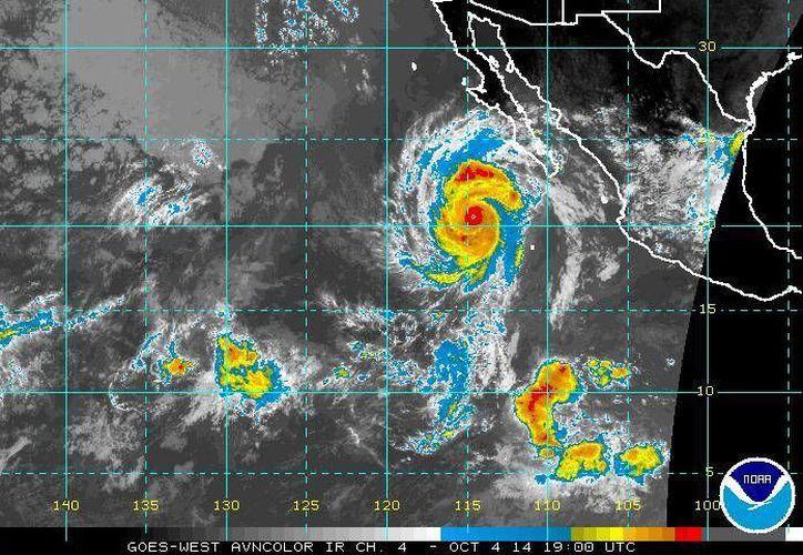 Los vientos del huracán Simón incrementaron de 175 a 185 kilómetros por hora. (ssd.noaa.gov)
