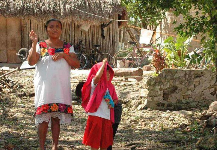 Los habitantes de la zona maya enfrentan las bajas temperaturas en viviendas endebles. (Rossy López/SIPSE)