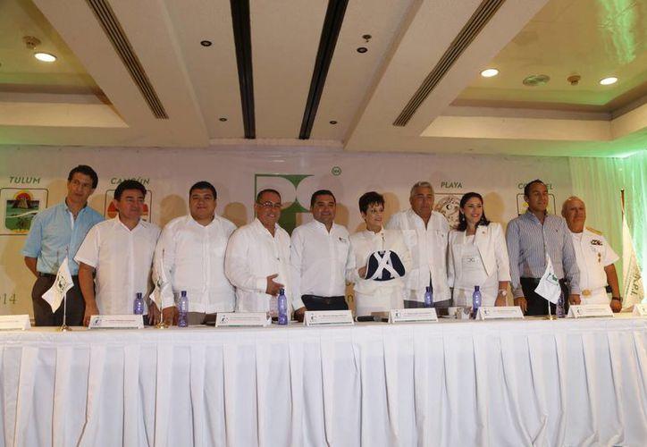 Los dirigentes de la Asociación Mexicana de Profesionales Inmobiliarios. (Israel Leal/SIPSE)