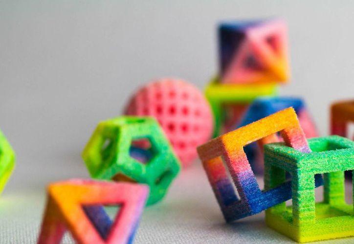 La última creación es la impresora 3D Jet Chef Pro que con un impresionante mecanismo imprime formas geométricas de azúcar. (Internet)