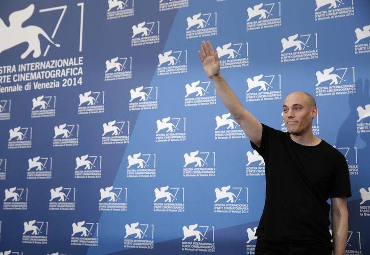 Uno de los documentales de la gira Ambulante es 'El acto de matar' cuyo director Joshua Oppenheimer posa en esta foto durante el Festival de Venecia. (Foto: AP)