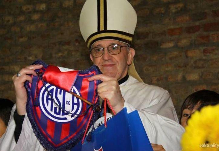 El equipo San Lorenzo de Almagro, al que el Papa Francisco es afín, comparte los colores azulgrana del FC Barcelona. (Agencias/Archivo)