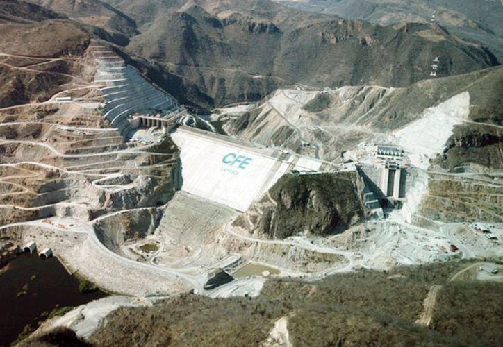 CFE continúa promoviendo la fuentes renovables como la hidráulica, la geotérmica y la eólica. (Archivo SIPSE)