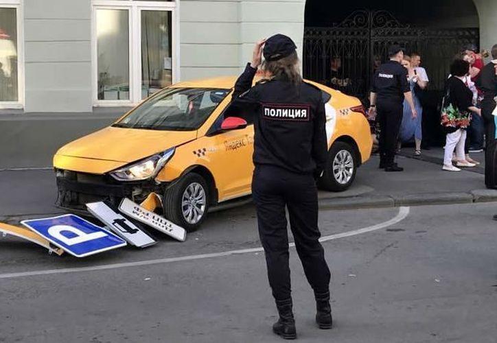 Revela taxista cómo es que sin querer atropelló a varias personas en Moscú, sede del Mundial (Foto: Twitter)