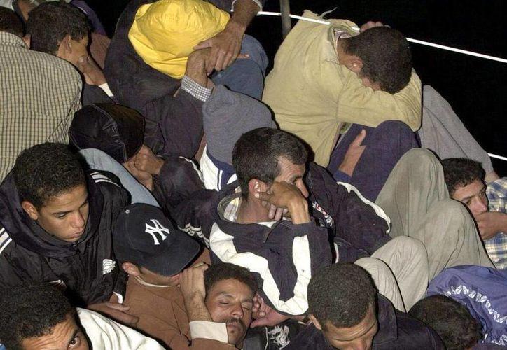 Un crucero de Disney rescató el fin de semana a 12 balseros antillanos, a los que entregó a las autoridades de Gran Caimán. (EFE)